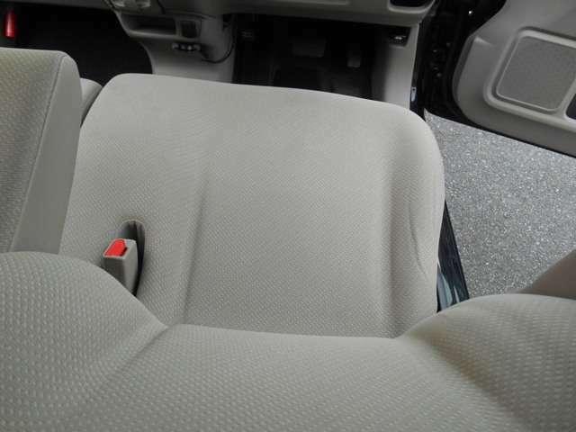 右フロントシート絨毯マットも非常にきれい