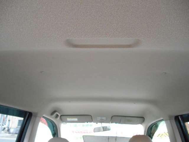 禁煙車なので嫌な臭いも一切ありません。天井も綺麗です