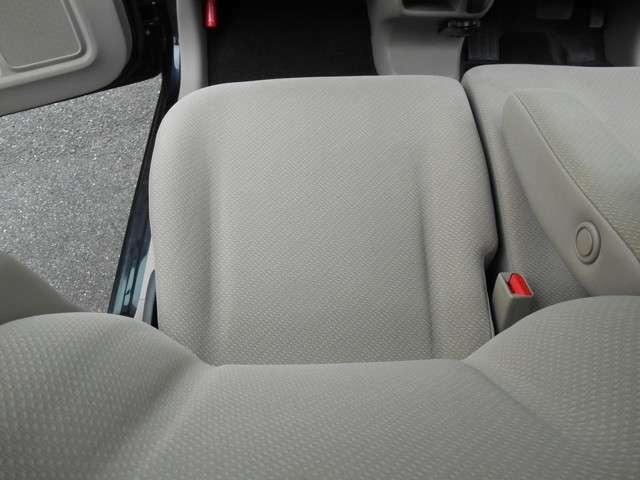 左フロントシート絨毯マットも非常にきれい