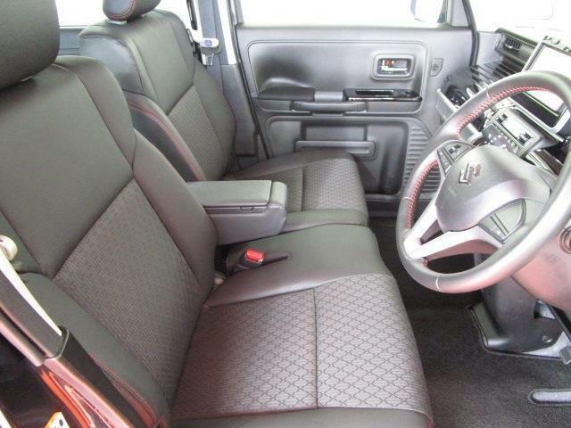 1オーナー車でとっても綺麗な内装は人気のベンチシート!アームレスト装備で運転楽々!