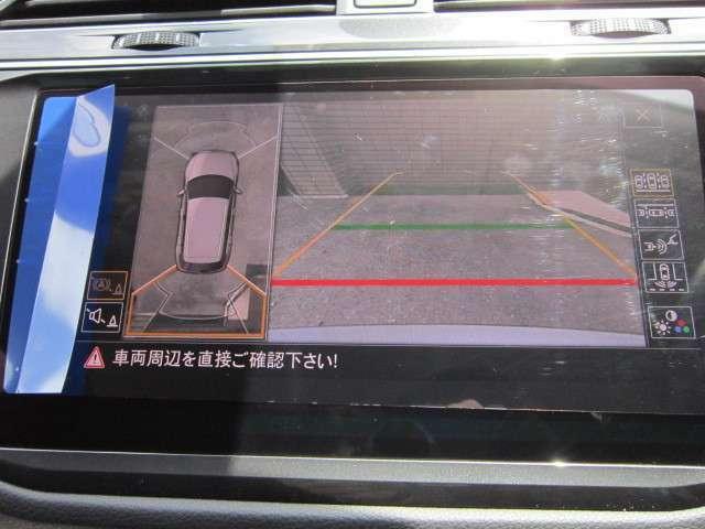 アラウンドビューカメラ。車両を上から見下ろす映像で周囲を確認できます。