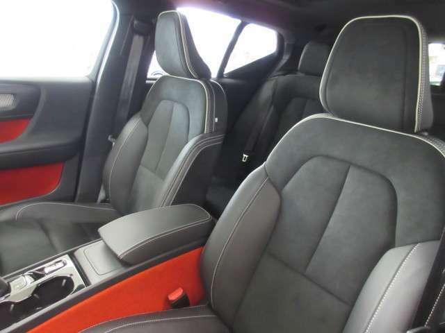 人の身体に沿うように形作られたフロントシートは、しっかりとしたサポートときめ細かな調整機能を備えており、誰もが理想的な着座姿勢を見つけられるはずです。
