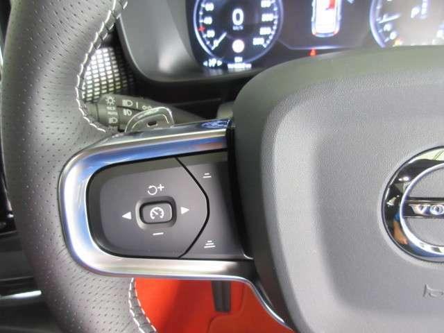 全車速対応機能付きアダプティブクルーズコントロール『交通の流れに合わせ、発進から停止までを自動でコントロール。ドライバーの負担軽減に大きく役立ちます。衝突軽減緊急ブレーキ機能も備えております。