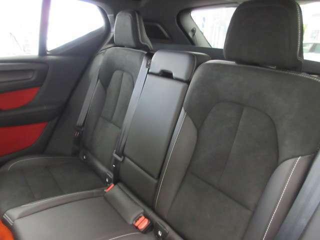 後部座席も全体的に大変綺麗なコンディションを保っております。丁寧に使用されていた事が伺えるコンディションです。安心してご検討くださいませ。