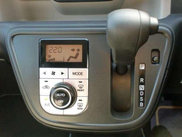 オートエアコンは温度管理が細かくできるので快適に運転できます。