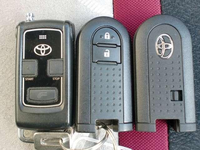 ドアの施錠開錠に便利なキーフリーシステムの鍵です。カバンから取り出したりする手間もないのが魅力です!さらに純正エンジンスターター付です