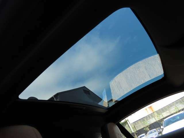 クーペでありながらパノラマルーフをオプション装備しております!青空を見上げながら気分爽快に!素敵なドライブをお楽しみください。