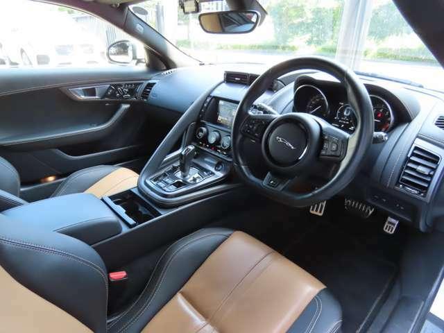キャメル×ジェットプレミアムレザー 電動調整シート・シートヒーター搭載、同色キャメルのステッチがワンポイント。大変希少なインテリアカラー!