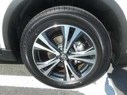 日産純正のアルミホイールを装着。タイヤは18インチです。