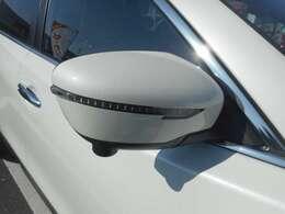 ウィンカー付ドアミラー。右左折を対向車に分かりやすく伝えます。