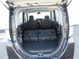 2列目シートを倒すことによって、ラゲージスペースが広がり、長い荷物も積みこむことが出来ます!