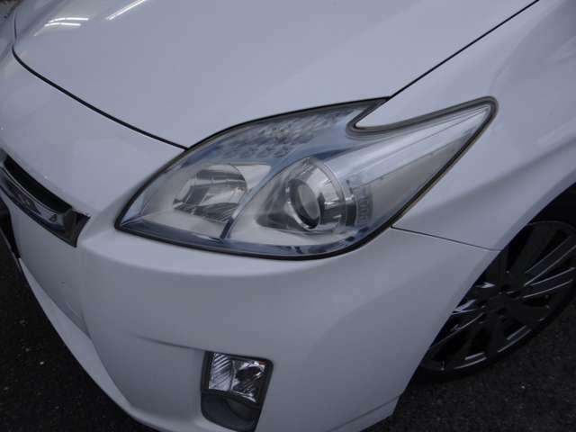 ヘッドライトは研磨仕上げでピカピカになっております。ヘッドライトが綺麗と車がご機嫌に見えますね。お気軽にご連絡ください直通090-9564-4645