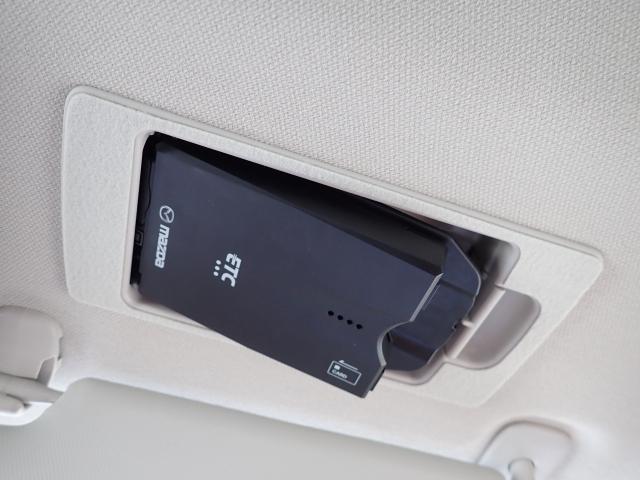 サンバイザー裏にはスマートETCを装備!設置場所が隠れておりますので、防犯上も安心ですね。ETCがあれば高速道路の料金所もストレス無く通過できますし、料金も優遇される場合もありますので便利♪
