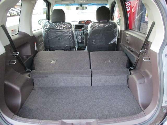リヤシートを両側倒せば更に広々使えます
