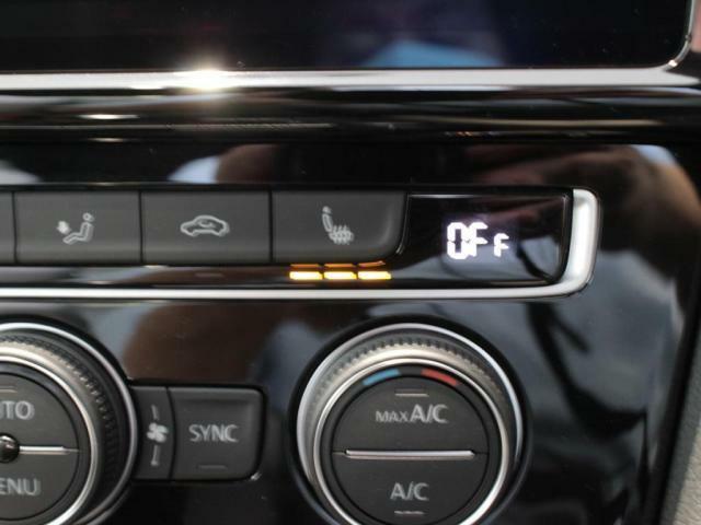 運転席、助手席には三段階式のシートヒーター装備しています!