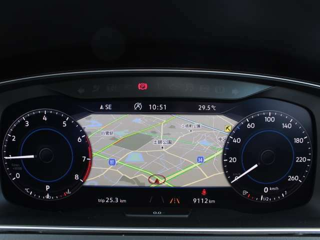 アダプティブクルーズコントロールは自動で加減速を行い、一定の車間距離を維持することで、長距離走行などで疲労を低減。また渋滞などの低速域でも作動し、先行車が停止するまでの範囲で制御が可能。