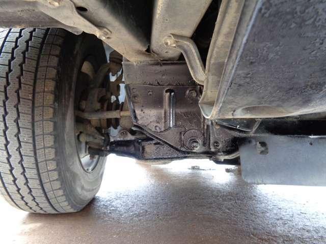 自社民間車検サービス工場にて車検、点検、修理まで行っております。もちろん整備士は全員整備の国家資格保有者です。