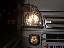 ヘッドライトはハロゲンを使用しています。