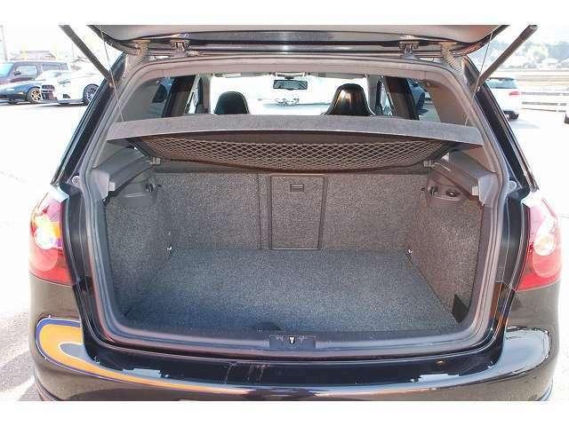 当店ではベンツ・VW・アウディをはじめ低走行・高年式の高品質な車両を多く取りそろえております。大きな展示場で様々な輸入車を堪能頂けますのでお気軽にご来店ください。