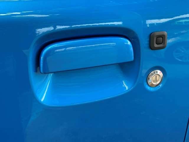 スマートキーなのでいちいち鍵を取り出さなくても、ドアノブについているボタンを押せばドアの開錠・施錠ができます。