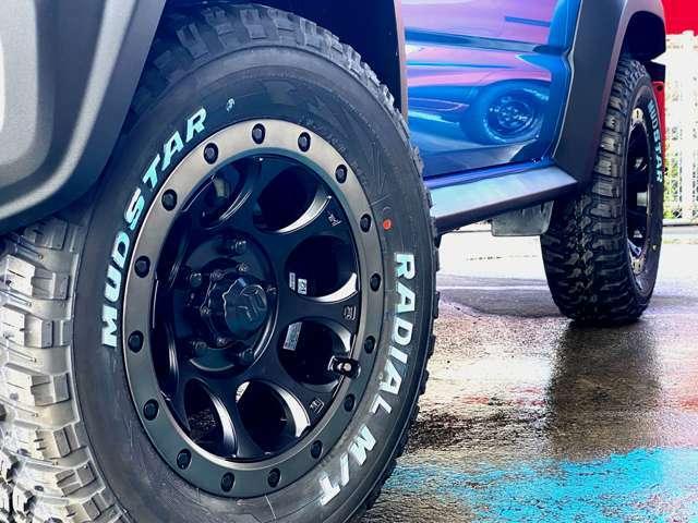 弊社にて大人気XTREME-JのXJ03 16インチAWと新品オールテレーンタイヤを取付しました! 4本合計でなんと18万円!!大変お買い得なお車となっております!※新品タイヤのためブルーの保護剤が塗布されております。