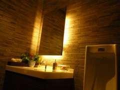 トイレもキレイに。 お客様が快適に過ごして頂けるお店であるようにトイレも常に清潔感を保っております。