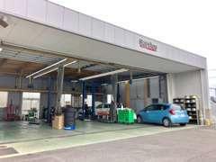 サービス工場では点検・修理・車検も承ります!