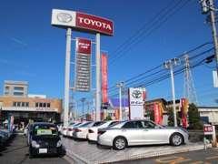 愛知県岡崎市国道248号線沿いに当店はございます!このTOYOTAの大きな看板が目印ですよ♪新車併設の中古車店舗になります☆