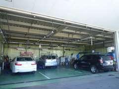 新車店舗・サービス工場も併設しております!点検・車検など御購入後もしっかりサポートさせていただきます。