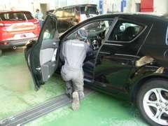 整備はお任せ下さい。もちろんマツダ車以外もOK!板金工場併設でもしもの時も安心です。