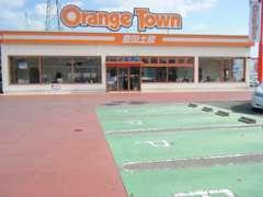 店舗前にはお客様駐車場もご用意しております。