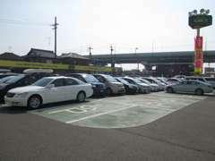 国道22号名岐バイパス「下浅野」交差点を東に曲がると大きな緑色の看板が登場しますのでそこが当店になります!駐車場も完備!