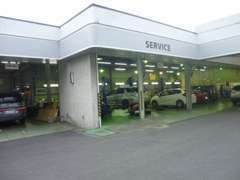 ディーラーですのでサービス工場も完備しております! お車の点検や修理などはこちらで行います!