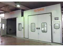 併設の整備工場では板金塗装も承ります!
