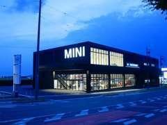 当社は愛知県東三河地区のBMW MINI正規ディーラーです。豊川ICから車で10分程です。