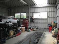 自社整備工場も完備!納車前の点検・整備はもちろん、万が一の場合も安心です。
