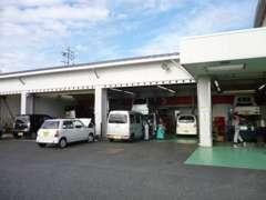 サービス工場ももちろんございます! 日々のお車点検や整備、車検もお任せ下さい!