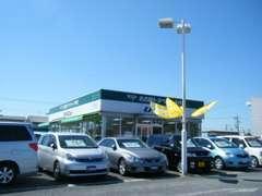 店舗入口はこちらです。どんなお車がいいかわからない・・・そんなお客様でもスタッフが一緒にお探しますよ!