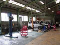 自社民間車検工場完備!フルサイズ車輌対応リフト完備。