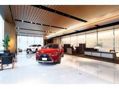店内は1階、2階ともにお車を展示しておりますのでご満足いくまでレクサスのクォリティをご堪能下さい。
