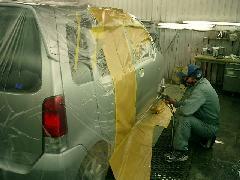 親切丁寧な職人が、あなたの愛車を美しく仕上げます!塗装ブースも完備。