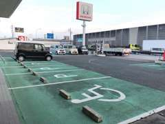 お車でお越し頂くお客様のために駐車場もしっかりとご用意しております! 場所が分からない場合はお気軽にご連絡下さい!