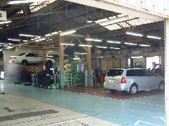 真向かいにサービス工場・新車店舗もございます。