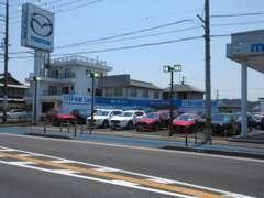 新車、中古車、サービスと合同店舗となっております。ご購入後のアフターサービスも当店にお任せ下さい!お待ちしております(^^)