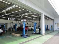 サービス工場併設しています。ご購入後の点検・車検もお任せ下さい。お近くのマツダディーラーで保証サービスも受けられます。