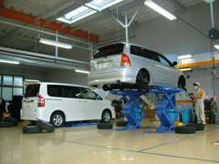 サービス工場併設ですので、万が一のトラブルもスピード対応させていただきます!