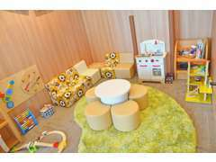 お子様にのびのびとお過ごし頂けるキッズルームは勿論、授乳室もご用意しております。ご家族連れでも安心してお過ごしください。