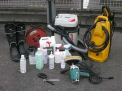 展示車を準備するための道具一式です。キズ消し、ツヤ出し、清掃など用途に合わせて使用しキレイな展示車を心がけております☆