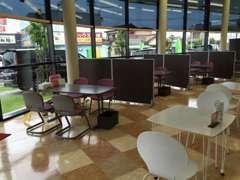 明るくて入りやすい店内となっております。お客様にとって居心地の良いお店作りを目指しております!