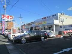 和田自動車街より、アイワ自動車 篠ヶ瀬店へお入り下さい。奥が展示場となります。まずはお気軽にご来店下さい♪